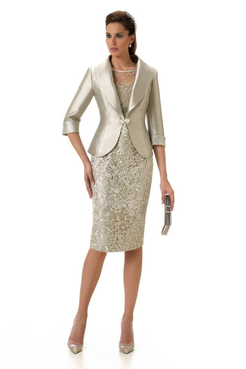 ac803ff1d La colección de vestidos de fiesta y madrina Esthefan 2017 es una de las  firmas más elegantes con una delicada combinación de tejidos y colores.
