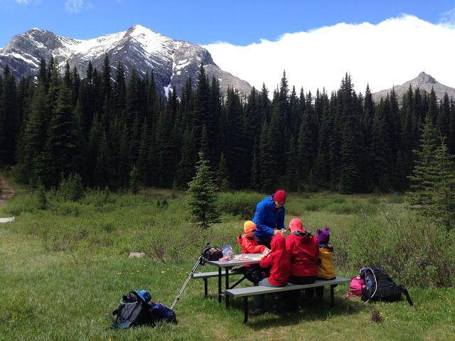 Family Adventures Kanadan Kalliovuorilla: Backcountry Cabin Camping lasten kanssa (Elk Lakes Cabin, BC)