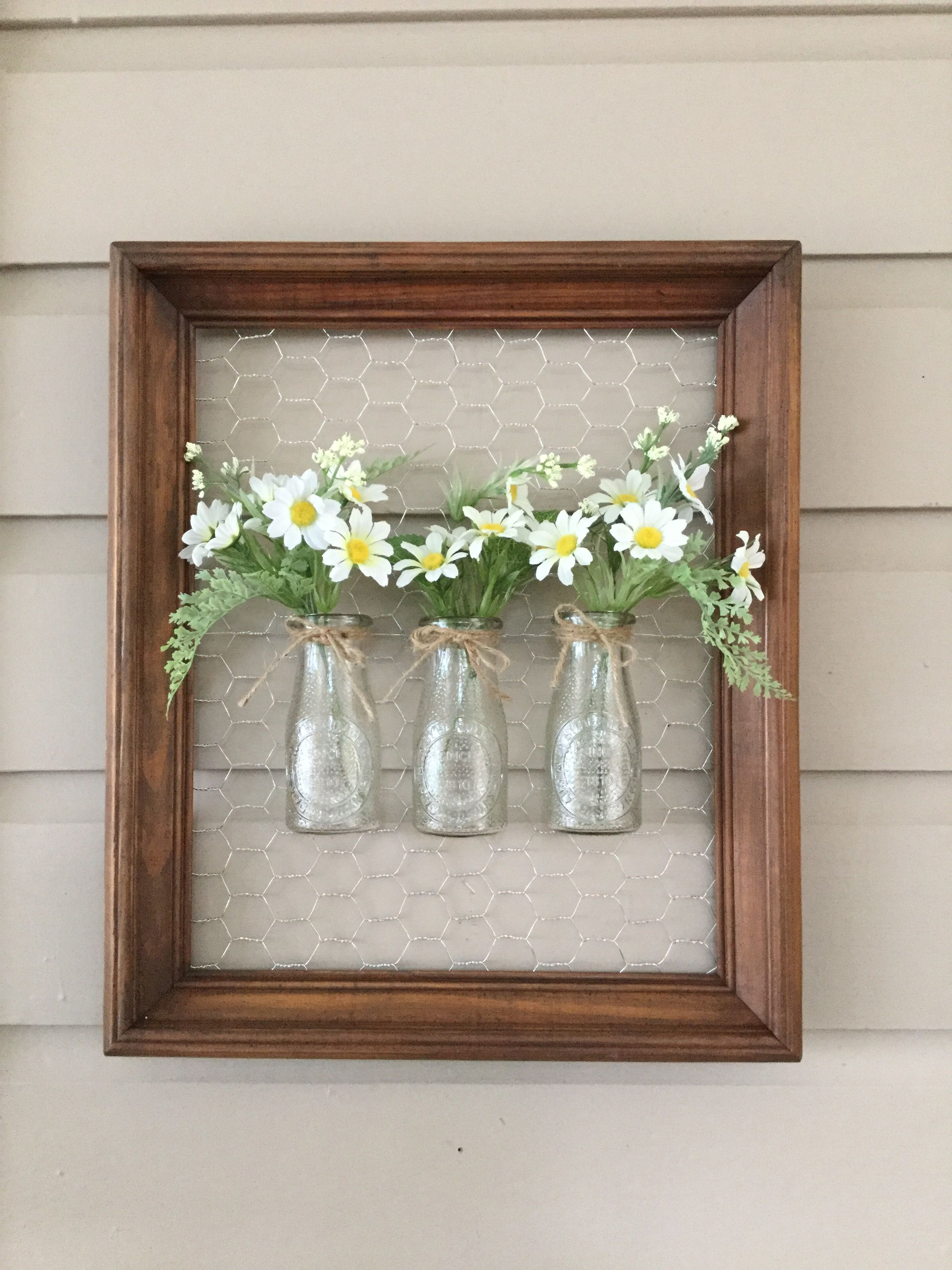 Deco Avec Etagere Murale chicken wire frame with bottles | artisanat avec du grillage