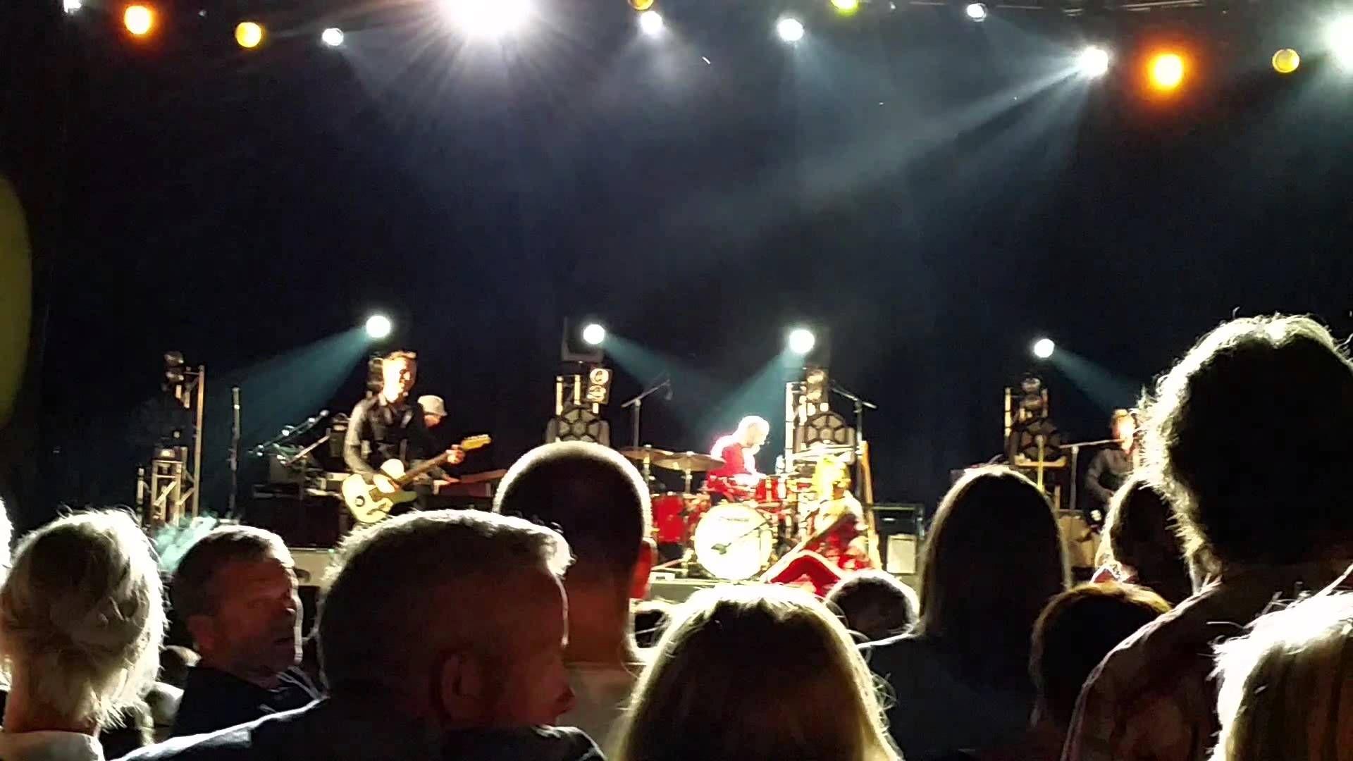 Briskeby - Hello Oslo + I keep doing it (ny låt) (Live ...