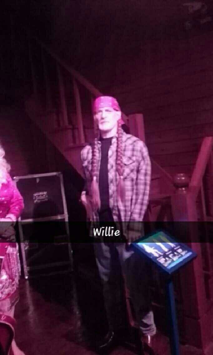 Willie Nelson ladies and gents #HollywoodWaxMuseum