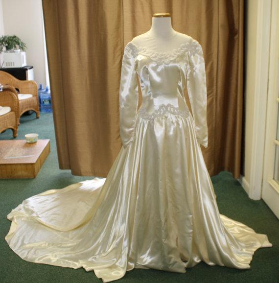 Vintage Wedding Dresses Etsy: Vintage Heavy Duchesse Satin Silk 1944 Wedding Gown