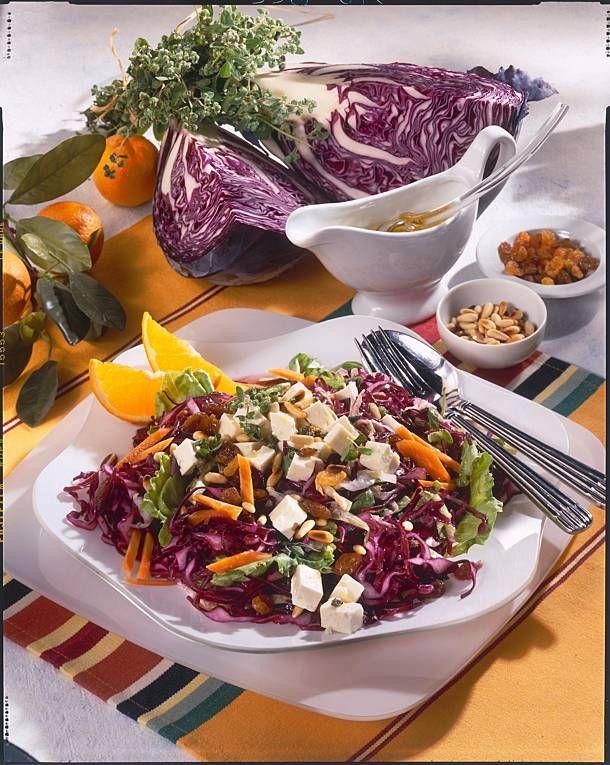 Pikanter Rotkohl-Salat mit Feta Rezept | LECKER