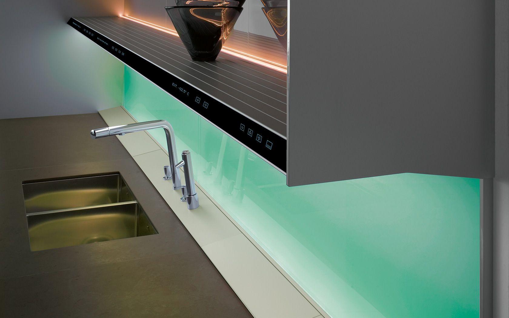 spacy look   glazen spatwand, spiegels en ledstrip ... Moderne ...