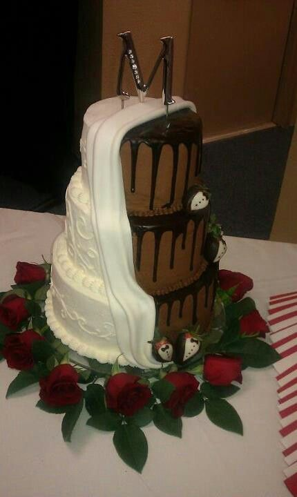 white and chocolate wedding cake awesome wedding cake half white half chocolate so 27203
