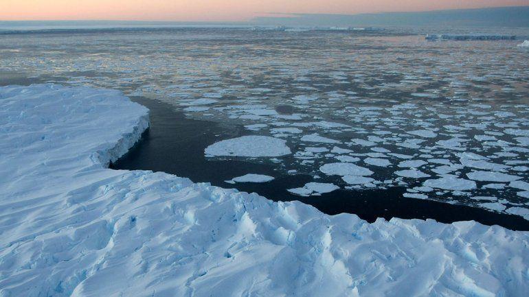 """La temperatura de la Tierra subirá hasta 4,8 grados en 2100: La temperatura del planeta subirá entre 0,3 y 4,8 grados en el siglo XXI, alertó el informe de un grupo de expertos de la ONU.  El Panel Intergubernamental sobre el Cambio Climático (IPCC) considera """"extremamente probable"""" que la influencia humana sea la principal causa del calentamiento global observado desde mediados del siglo XX. Los expertos cifran esa certeza en un 95%, frente al 90% de su último informe de 2007."""