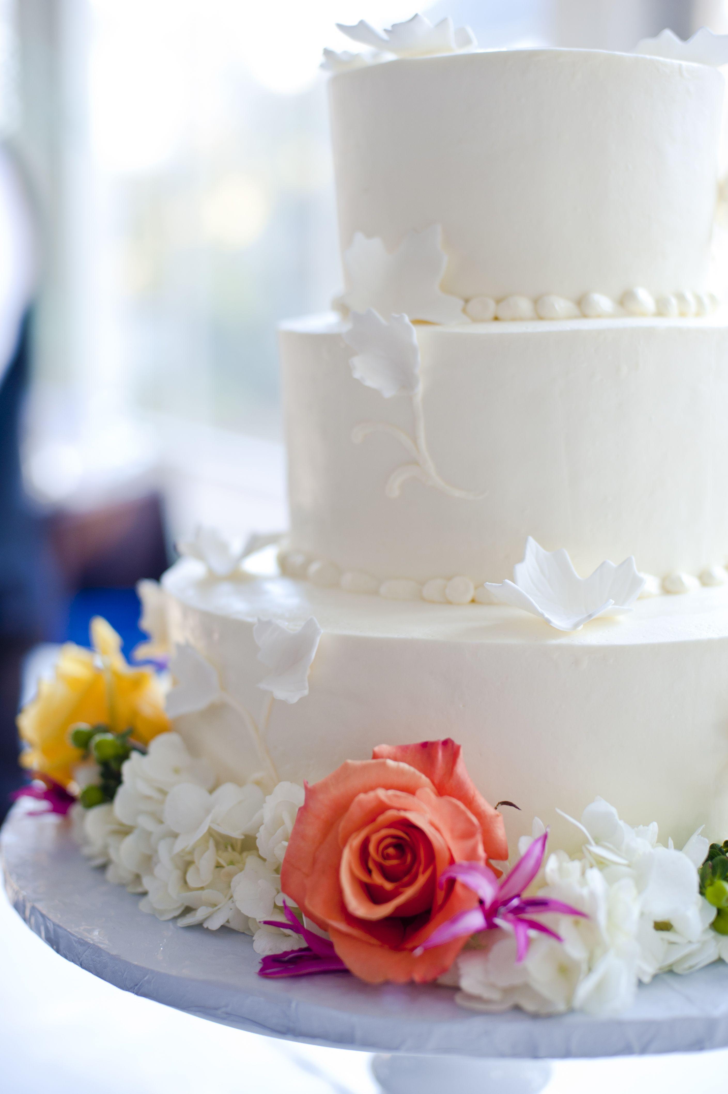 Classic white wedding cake with bright roses #fearringtonwedding