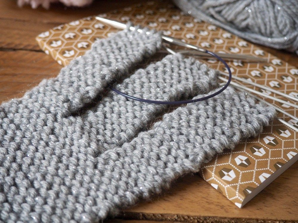 Le headband tressé à faire soi-même | Modèle de bandeau tricoté, Tricot tresse, Tricot headband