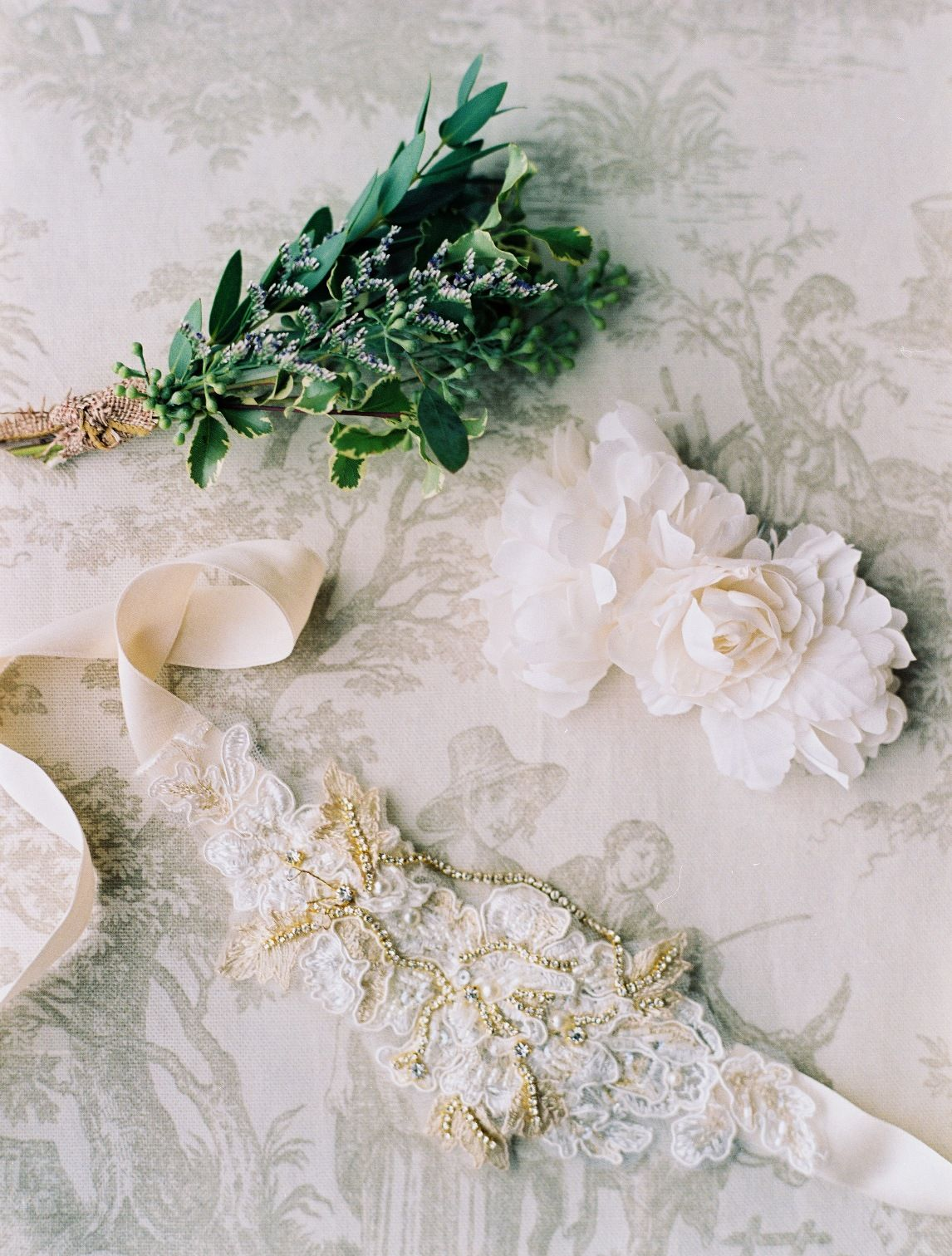 Elegant Castle Cliffs Wedding Inspiration Shoot from Laura Murray Photography