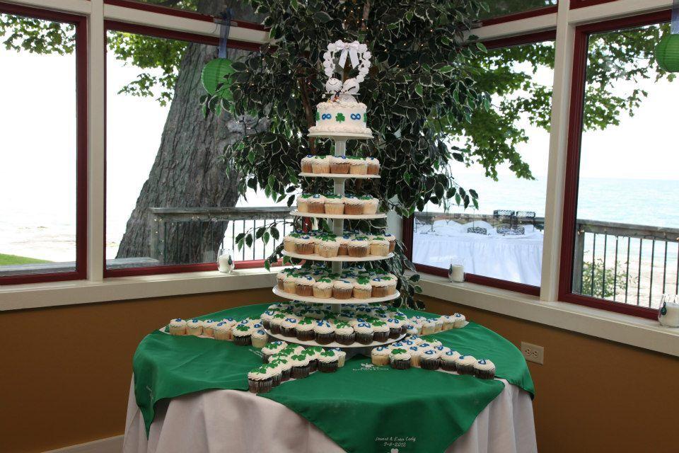 Delicious Cupcakes  #weddingcake #weddings #cake #desserts #cupcakes #weddingfood #bayshoregrove