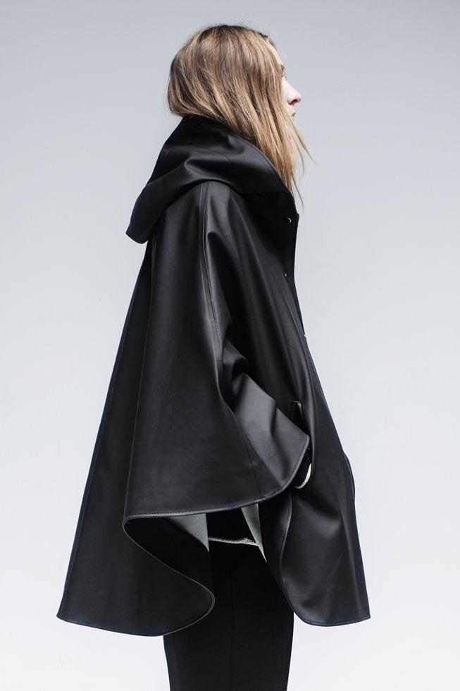 STUTTERHEIM OLAND CAPE BLACK | PIPE AND ROW