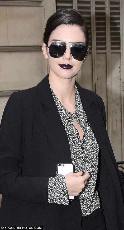 9a6c13c9cc853 Kendall Jenner transforms from blonde ice queen to gothic goddess ...