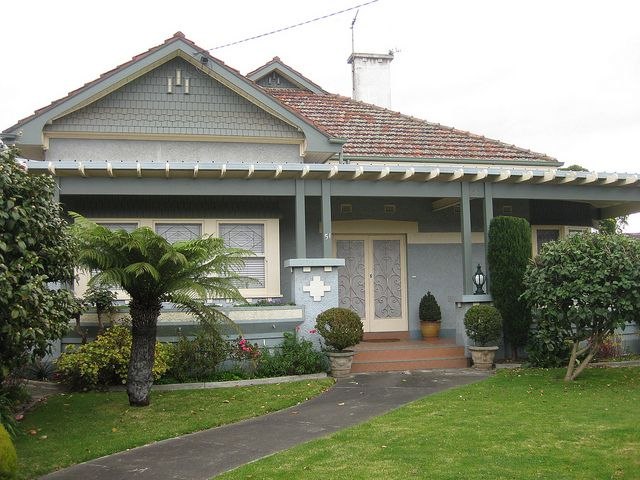 An Arts Crafts Bungalow With A Flat Roof Hood On A Wrap