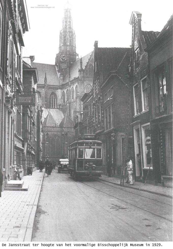 1929 - De Jansstraat met tramlijn - Serc