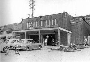 昭和30年(1955) 横浜駅東口。