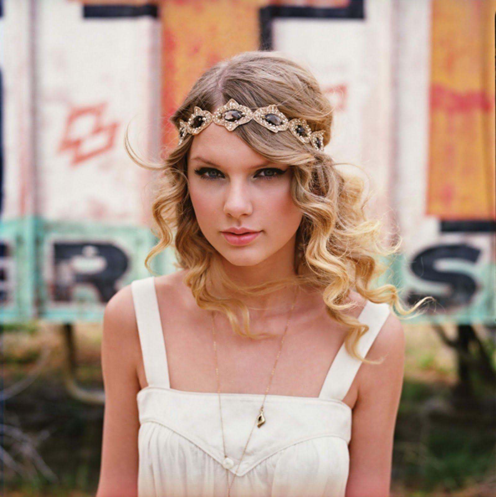 taylor swift white dress & head piece | accessorize