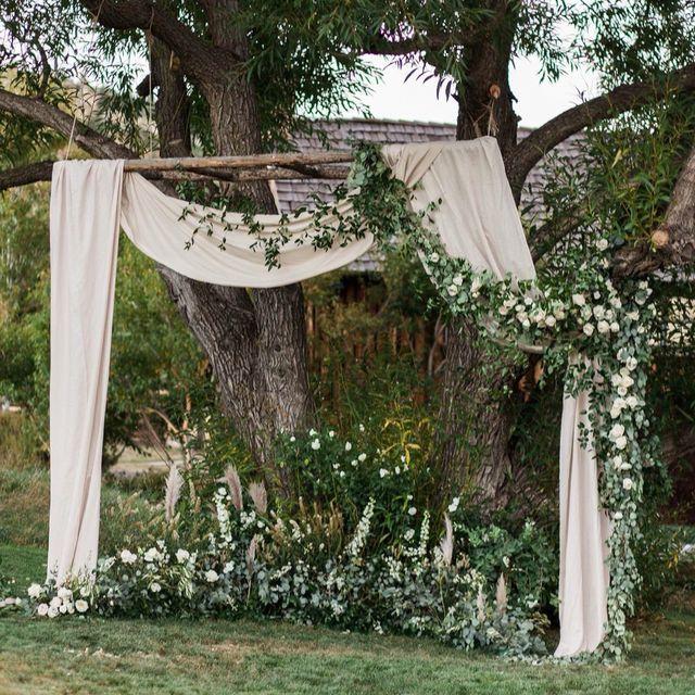 Forest Wedding Altar: Pin By Stephanie Rico On Wedding