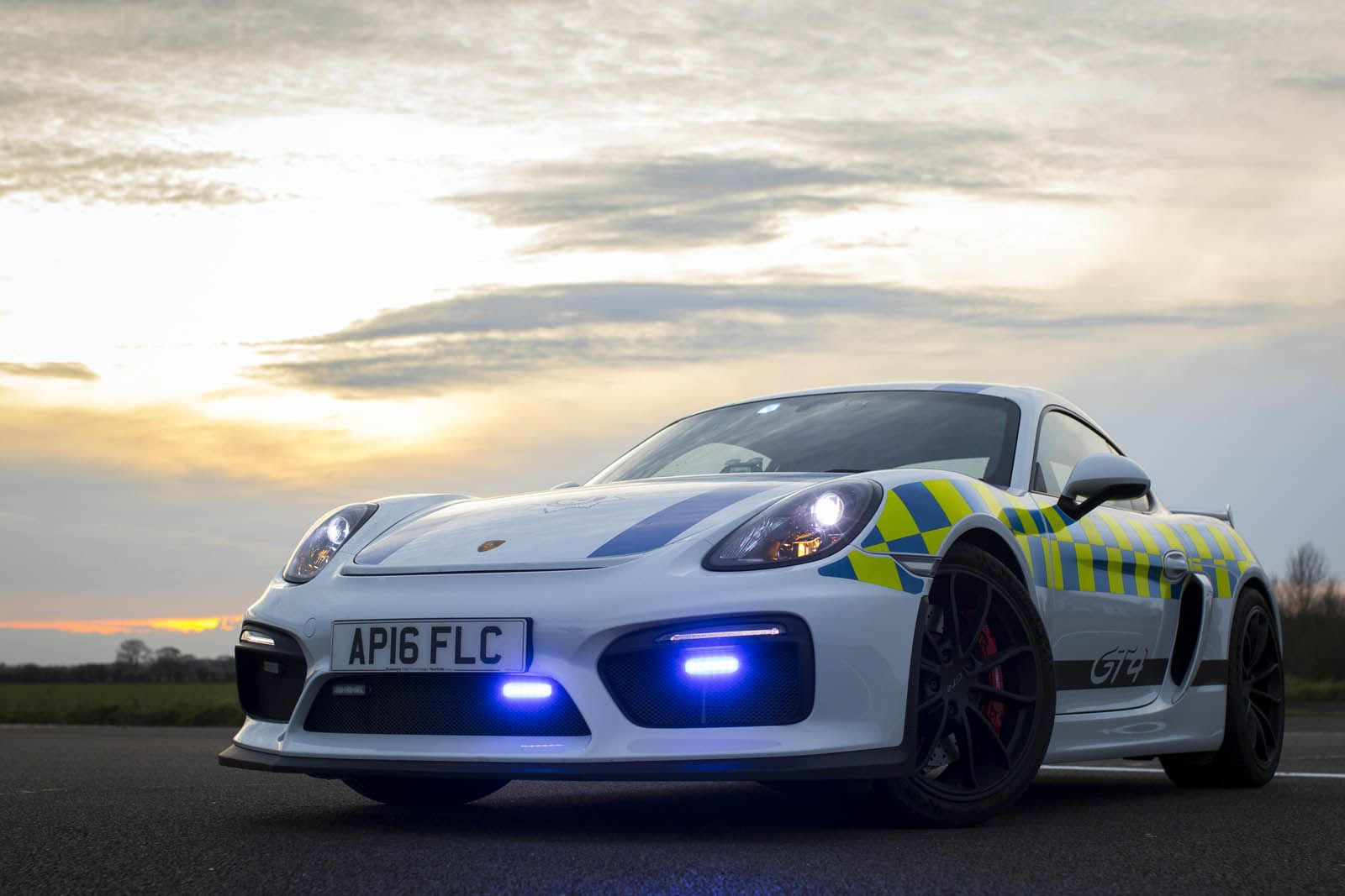 Porsche Cayman Gt4 For Uk Police We Definitely Like Us Police S Cruisers On Their Highways But Let S Agree Some Of The Police C Cayman Gt4 Police Cars Porsche