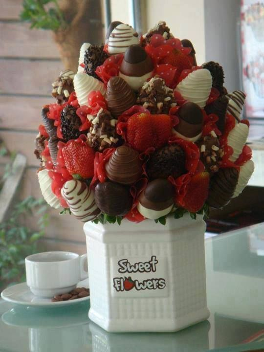 New] Valentine Day Roses and Sweet Flowers bouquet Collection For ...