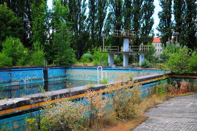 abandoned pools abandoned freibad lichtenberg pool pools and water parks pinterest. Black Bedroom Furniture Sets. Home Design Ideas