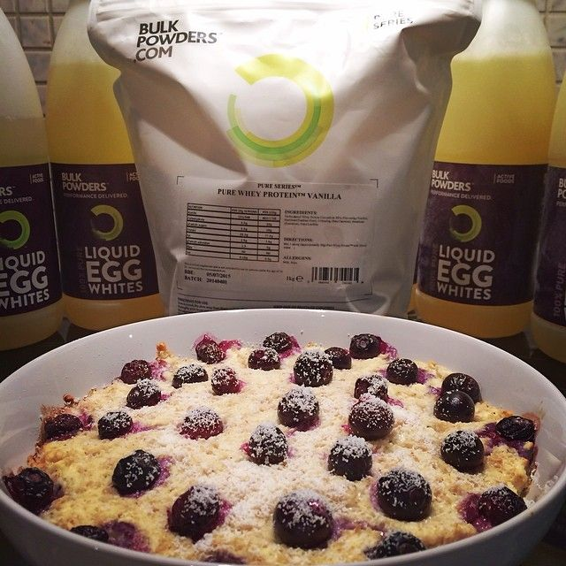 Woohoo! I'm so happy my @bulkpowders_uk prizes arrived!  They sent me 6kg of liquid egg whites & 1kg of their pure series vanilla whey protein! Fuelled up for the day with Vanilla & Blueberry baked pro-oats! I used 40g oats, 100g egg whites, one serving (30g scoop) of vanilla whey, add 150ml water and whisk together, microwave for a couple mins, top with 125g fresh blueberries and lastly bake in the oven for 10-15 minutes until golden! It's back day for ...