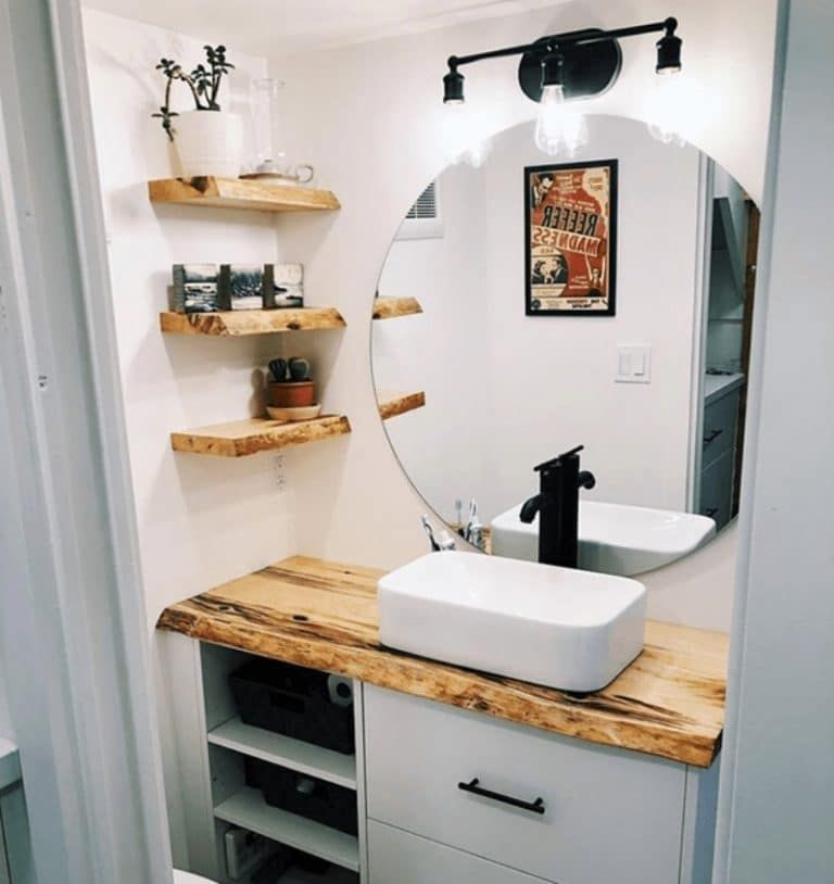 Photo of Couple Builds Beautiful Tiny House on Vancouver Island