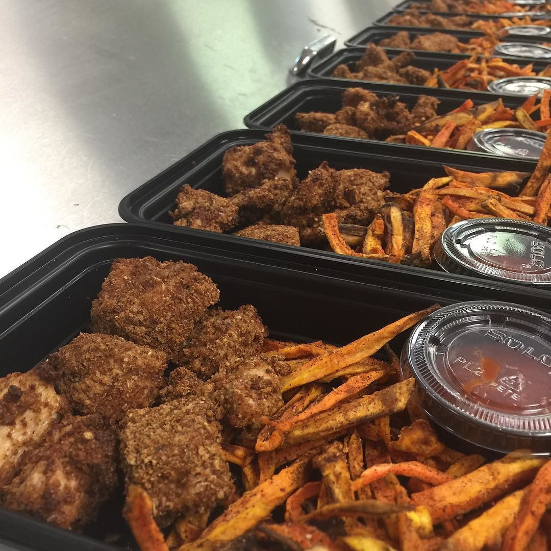 Our famous popcorn chicken with sweet potato fries came out absolutely delicious as usual!! For the popcorn chicken we used Ezekiel bread and made bread crumbs.. We then used egg whites to adhere the chicken to the bread crumbs and proceeded to bake the chicken in oven!  #popcornchicken#ezekielbread#fries#foodlover#nomnom#delicious#diet#nutrition#mealprepsunday#transformationtuesday#vitaminshoppe #gnc #npcbikini #npc #ifbb #bikini #fitnessgoals #fitness #gym #gymflow #flex #fitchicks…