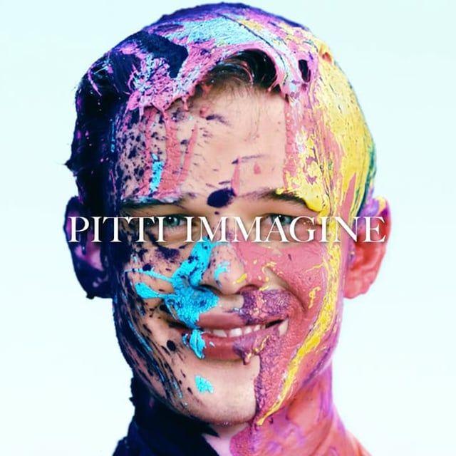 """That's Pitticolor!  Nasce il primo fashion film di Pitti Uomo.  A partire da questa edizione Pitti Immagine inaugura la collaborazione con una serie di talentuosi registi che realizzeranno uno speciale digital art project ispirato al tema dei saloni.  Interpreta """"That's Pitticolor"""" con un' immersione nel colore che strizza l'occhio in modo divertito al movimento artistico dell'action painting, il fashion film di Pitti Uomo 88, firmato dal noto regista Luca Finotti.  --------------------..."""