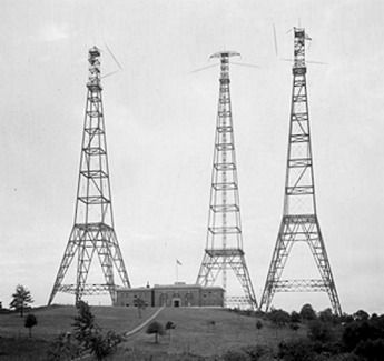 These are radio towers in the 1920's used to transmit the sound to
