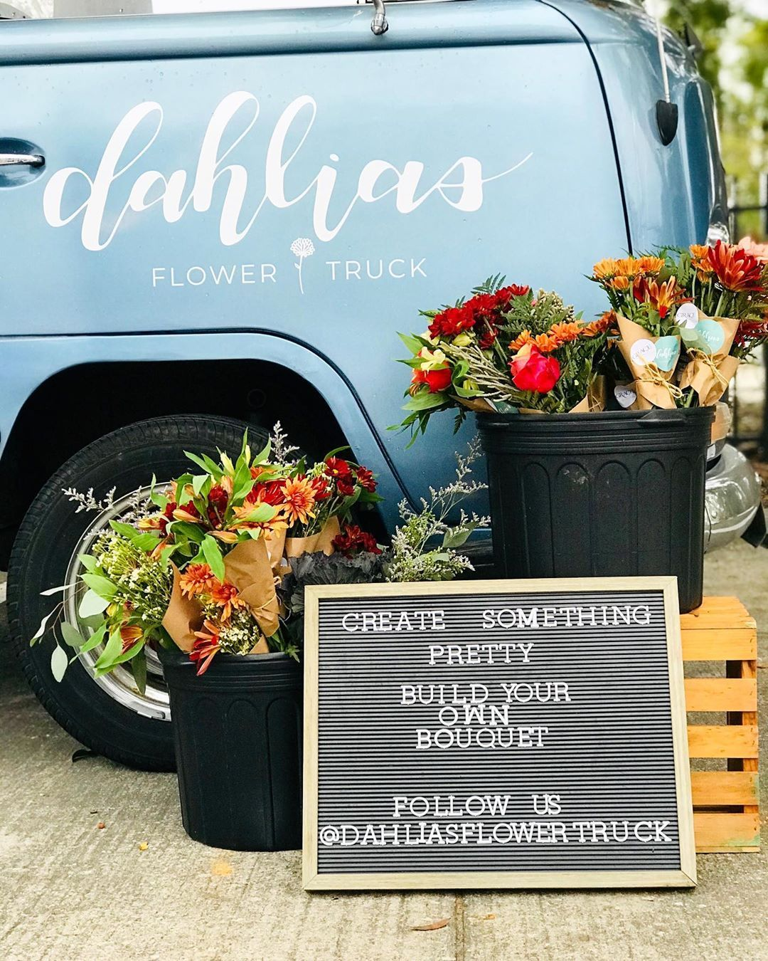 Instagram의 Dahlias Flower Truck님 Come Make A Bouquet With Us For Our Last Pop Up Before Christmas Tomorrow Dec 14 Flower Truck Dahlia Flower Making A Bouquet