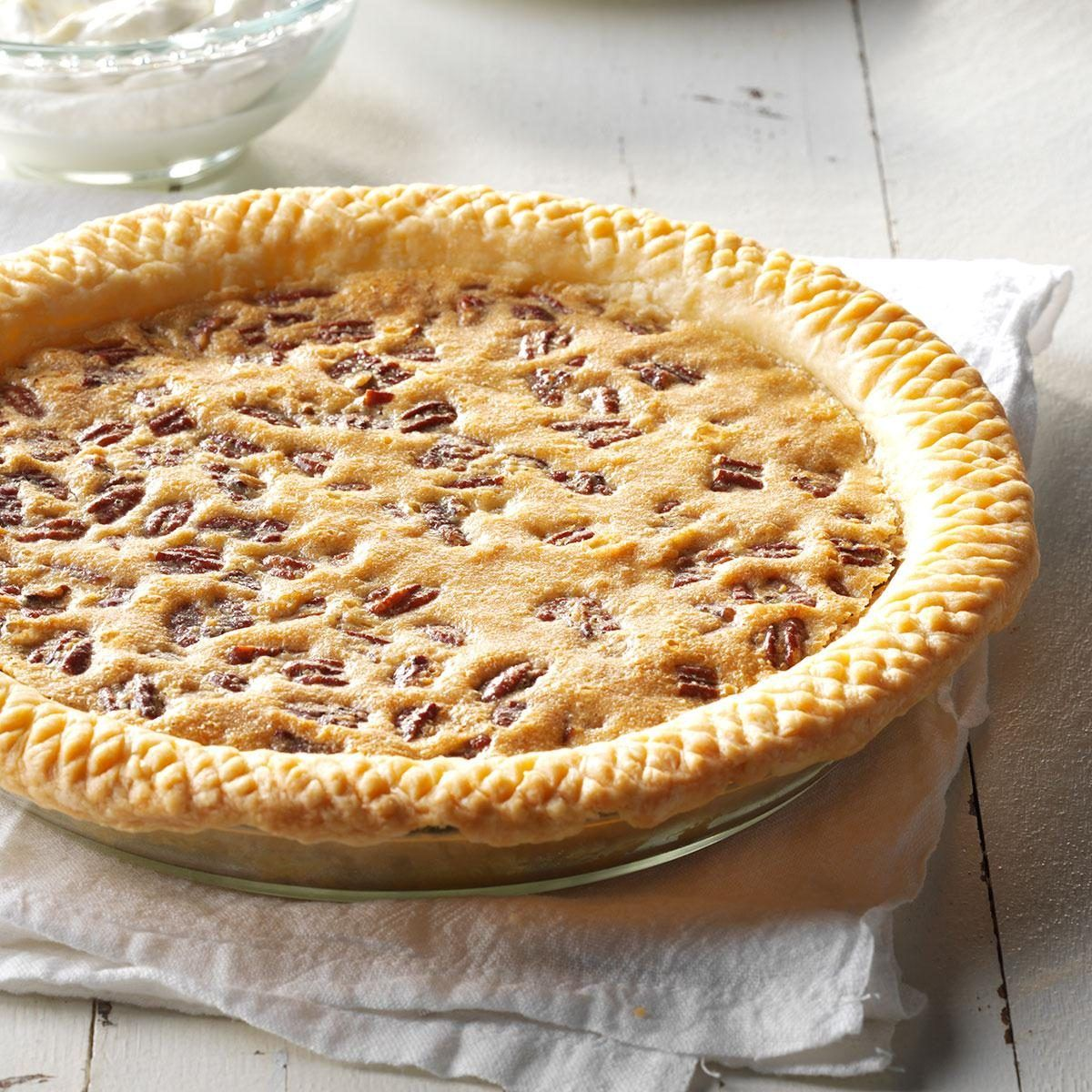 Raisin Pecan Pie Recipe In 2020 Recipes Desserts Decorative Pie Crust