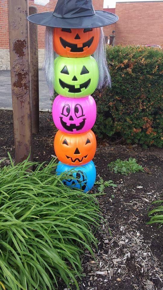 Easy Cute Halloween Decoration Use The Plastic Pumpkin Buckets To Create A Cute Halloween Decorations Halloween Plastic Pumpkins Christmas Crafts Decorations