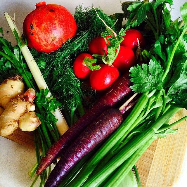 Glow Foods Juicing time! Spicy Autumn Roots Juice. Celery