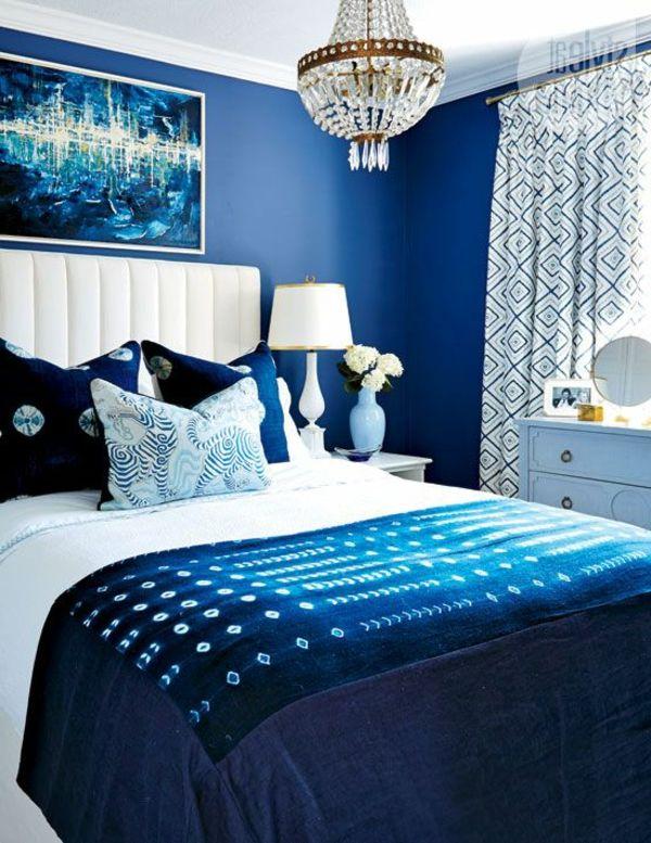 Schlafzimmer Gestalten In Weiß Und Blau Weißer Lederhocker, Schalfzimmer  Deko