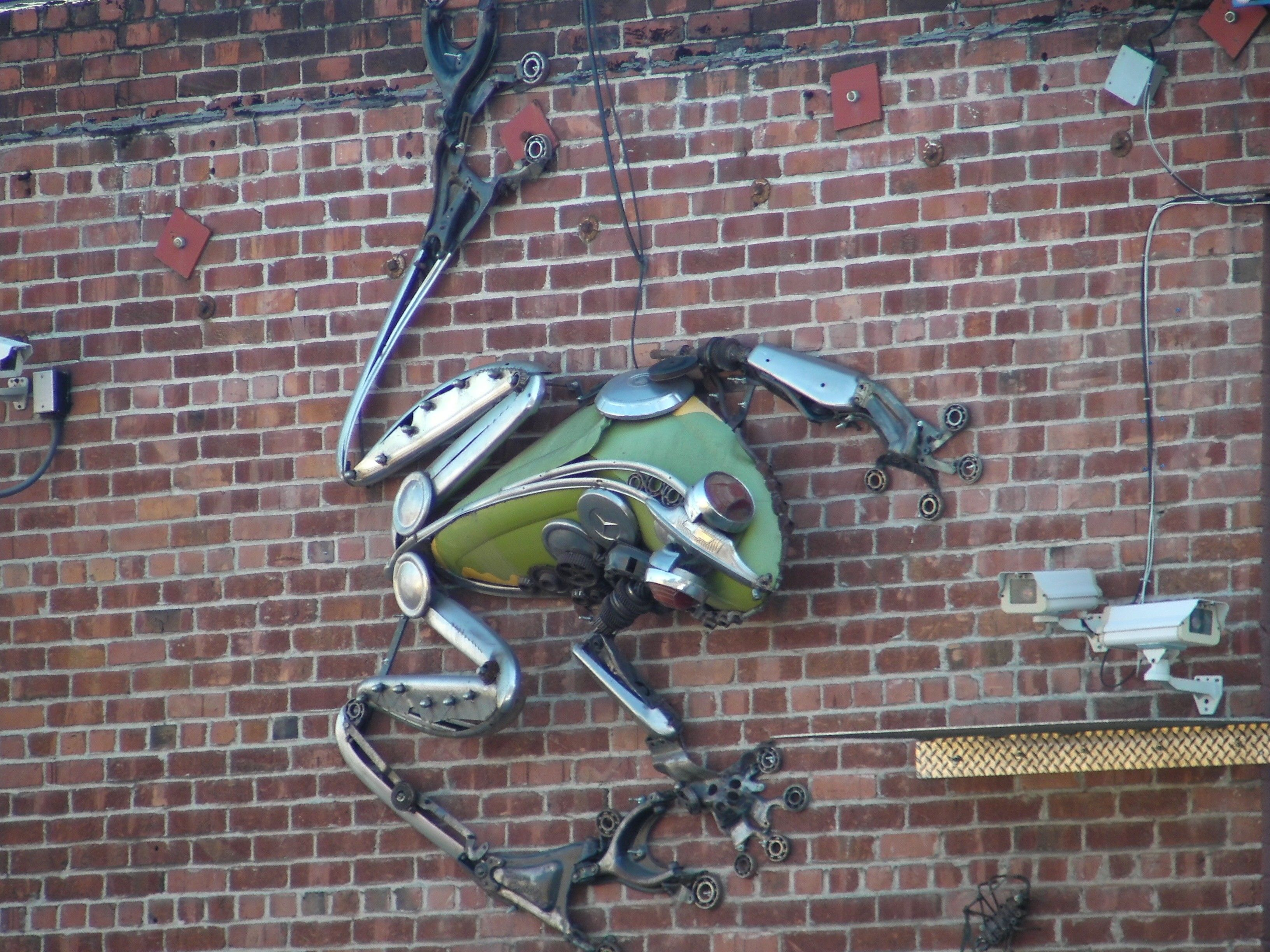 Amazing frog sculpture made from old car parts | Custom Vintage ...