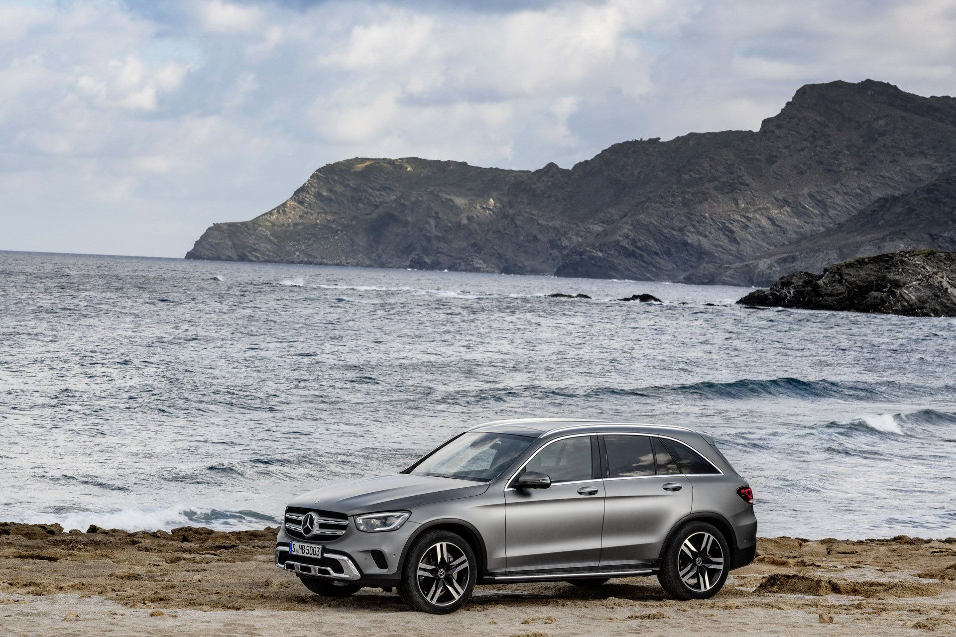 2020 Mercedes Glc Facelift Is A Firm Believer Of If It Ain T