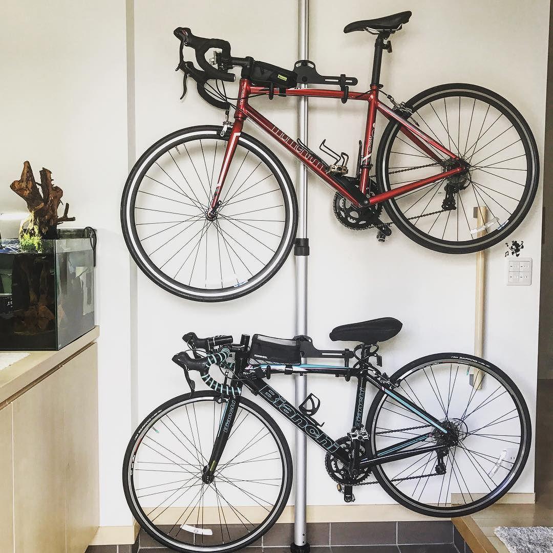 自転車スタンド届きました 愛車2台玄関にディスプレイしました これで台風きても安心だね ロードバイク 自転車 玄関 玄関インテリア ロードバイク 収納 自転車 壁掛け 自転車