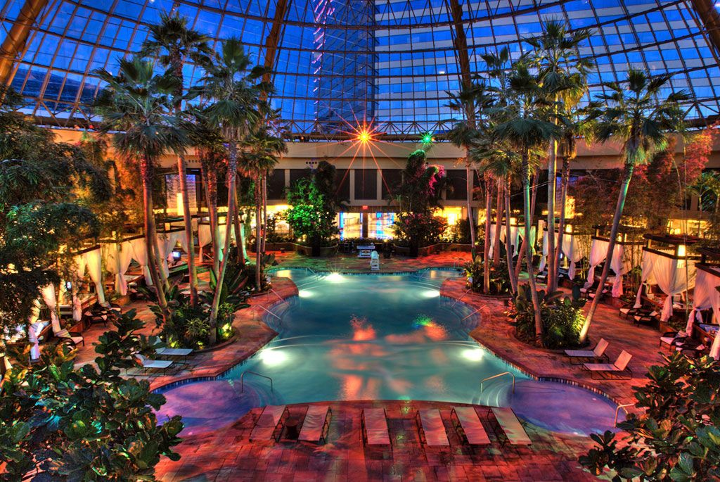 The Pool After Dark Harrah S Hotel Casino The Atmosphere S Unbeatable And The Dj S Always Know H Atlantic City Hotels Atlantic City Resorts Winter Getaway