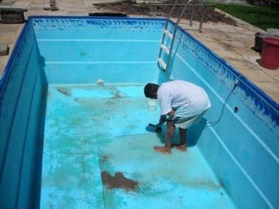 Como limpar piscina de fibra piscina de fibra piscina for Piscinas super baratas