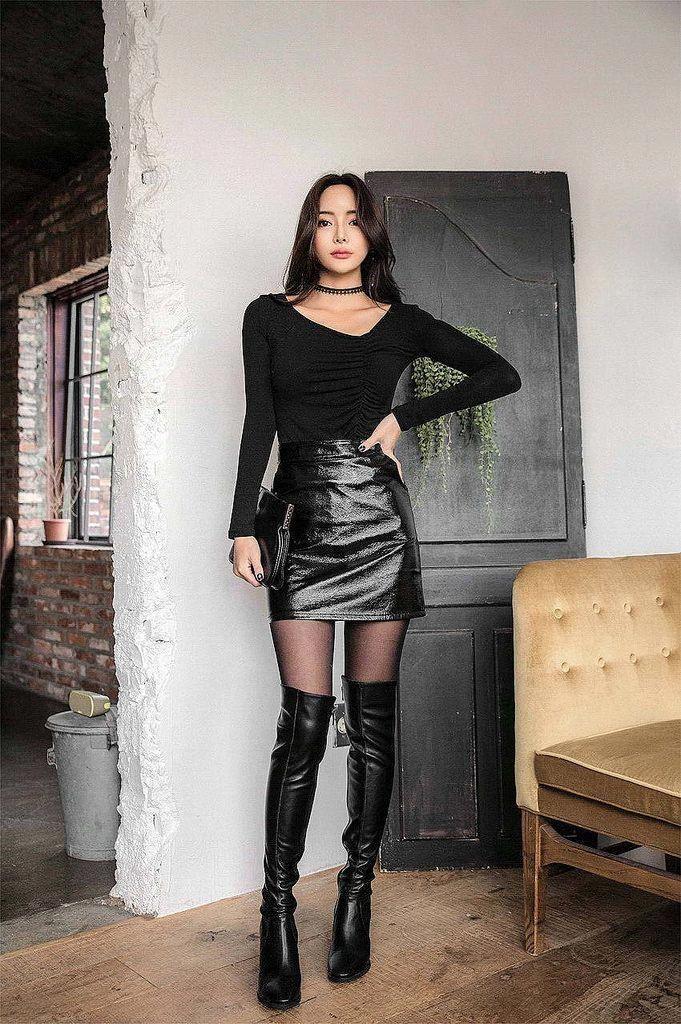pantyhose-boots-skirt