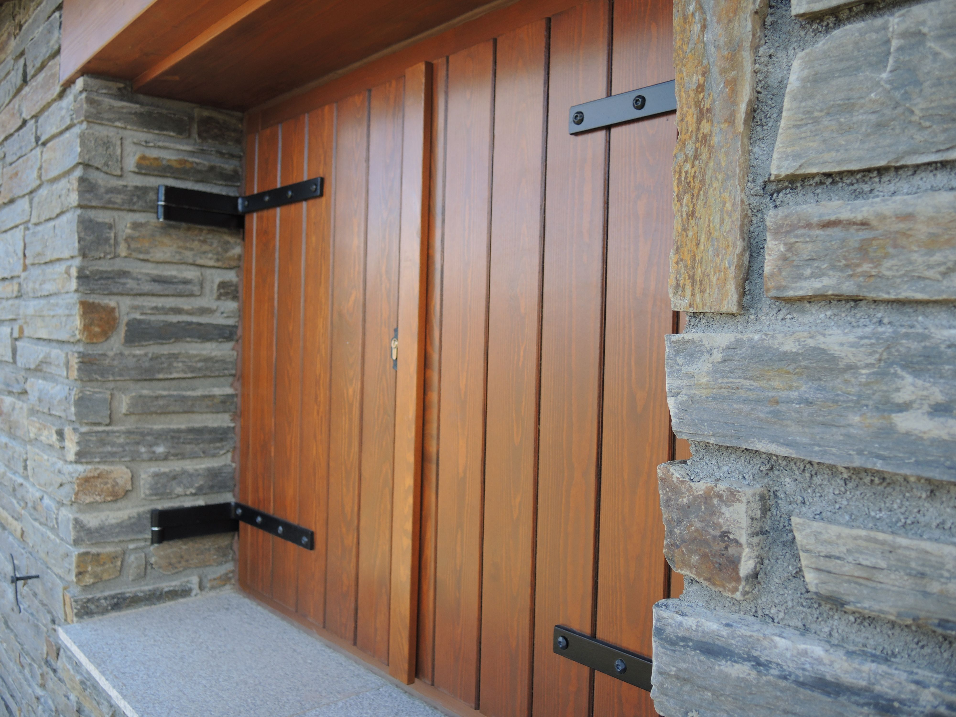Ventanas de madera iscletec exteriores for Catalogo puertas exterior madera