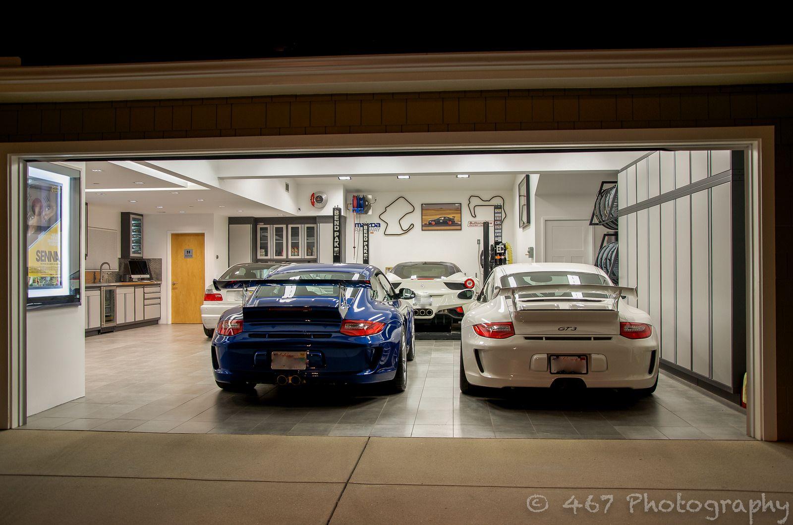 Bruce wayne 39 s lair bmw m3 e30 m3 e36 m3 for Garage bmw ivry