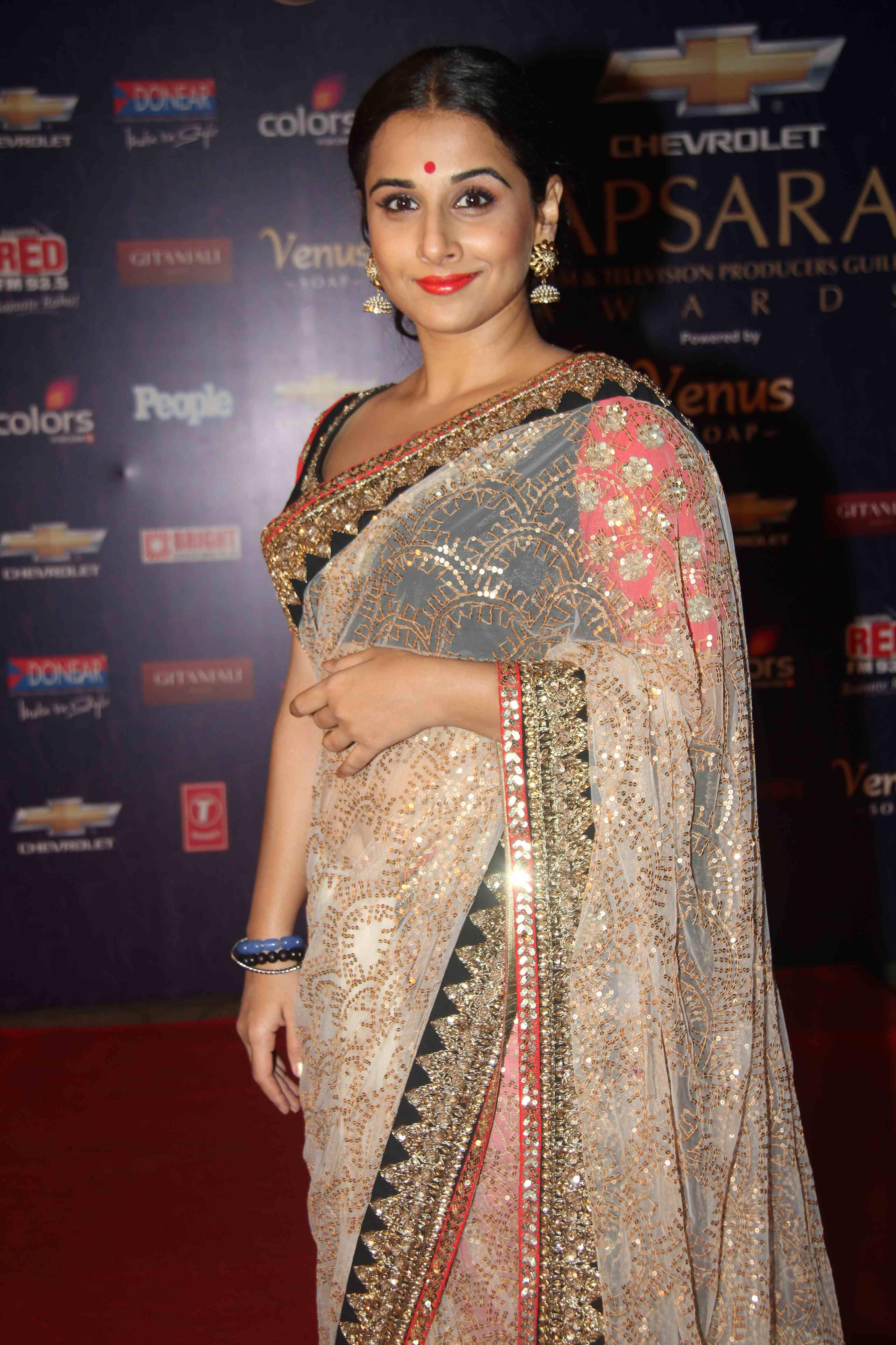 vidya balan hot in saree + other hq unwatermarked pics | vidya