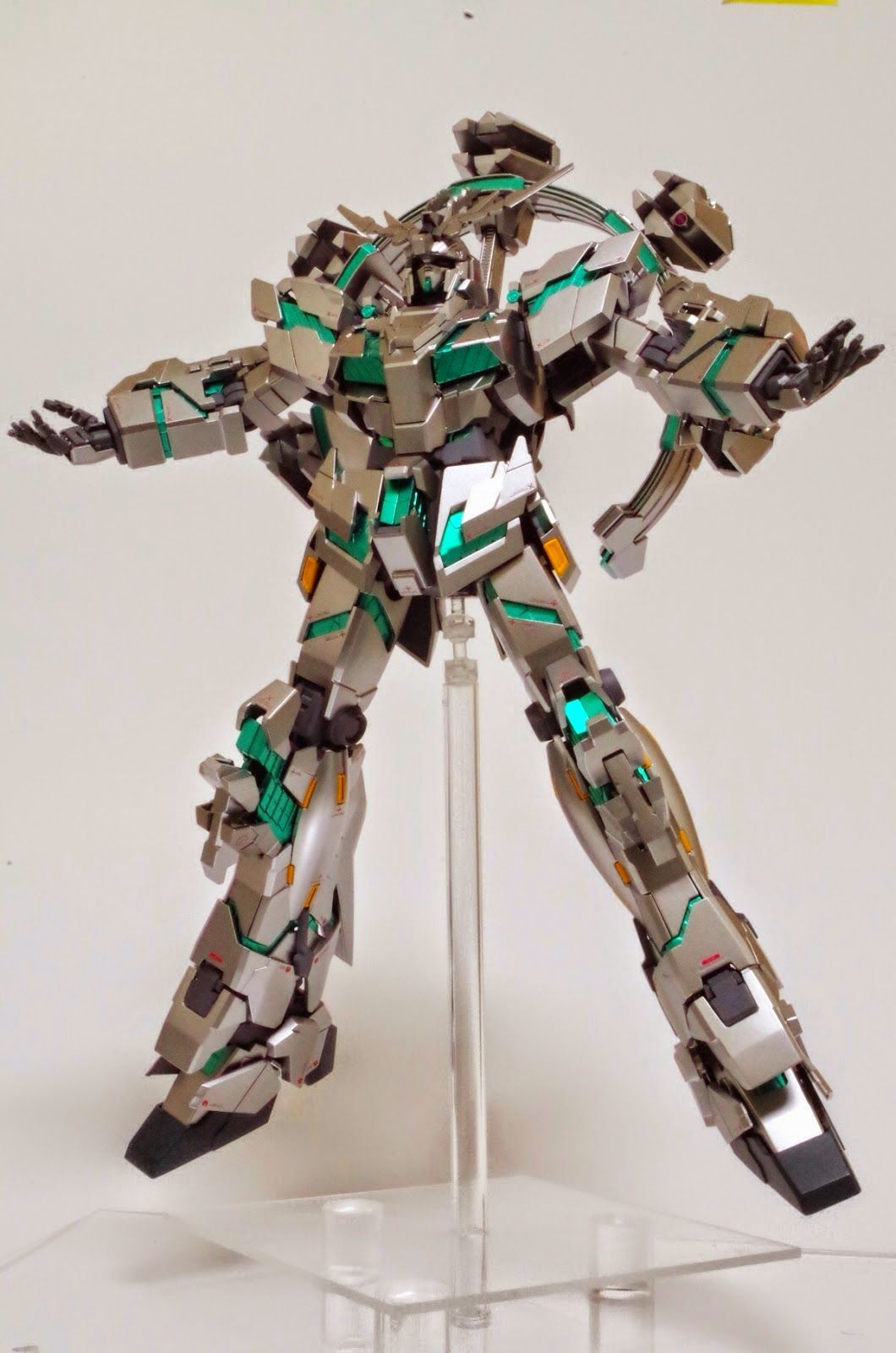 MG 1/100 Gundam Unicorn Unit 4 Donnergott Tor Custom Build