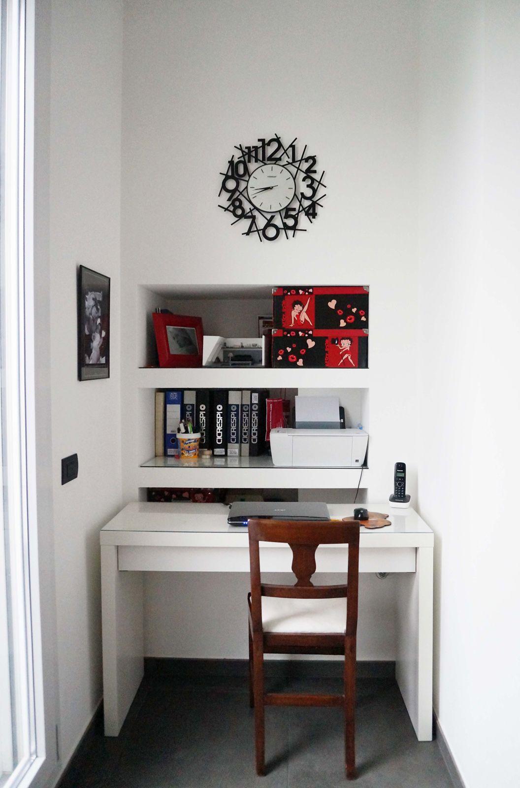 l'angolo studio è stato ricavato in una nicchia dietro alla parete ... - Creare Angolo Studio In Soggiorno 2