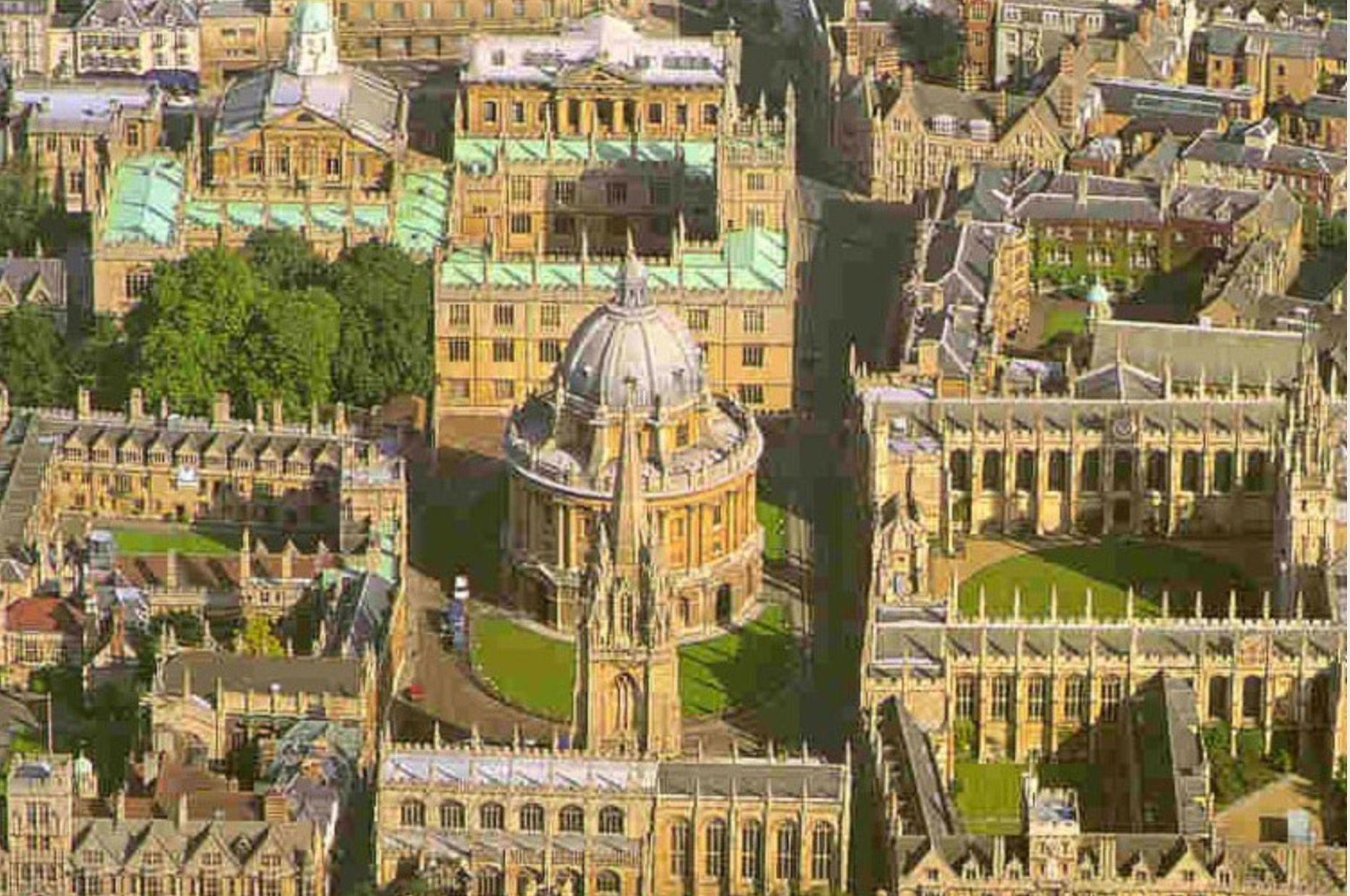 Oxford University (1095). Vista aérea de algunos de sus 38 \