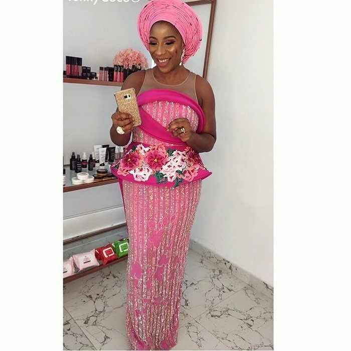 There are several ways to make yourself look elegant with an Ankara fabric, Even if you are reasoning on what to create and slay with an latest asoebi styles. Nigerian Yoruba dress styles for weekends come in a good many patterns and designs.   The African print styles beauty of this print is that it comes in many designs and textures. Ankara will allow you make a reach agreement of any fabric without losing the African dress styles flair. #nigeriandressstyles
