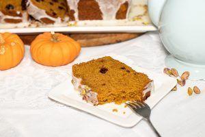 Spiced Pumpkin & Olive Oil Loaf Cake - Dimitras Dishes #oliveoilcake Spiced Pumpkin & Olive Oil Loaf Cake #oliveoilcake