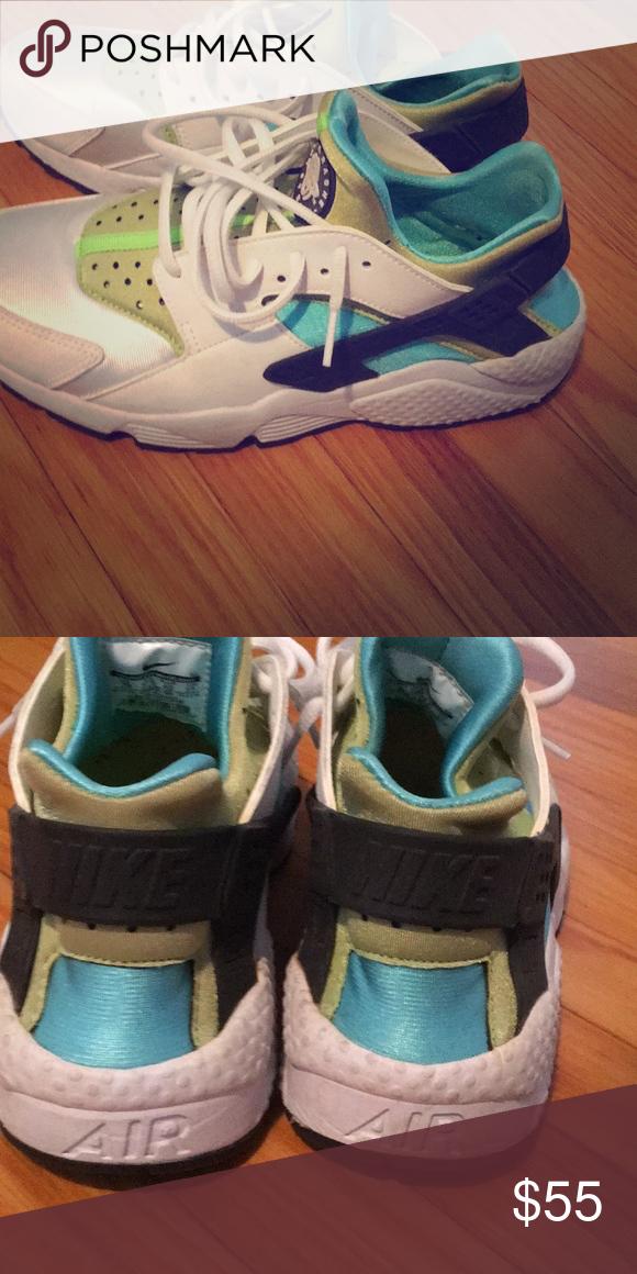 8458d9fefb976 Women s size 10 Nike Huarache Sneaker Bright White