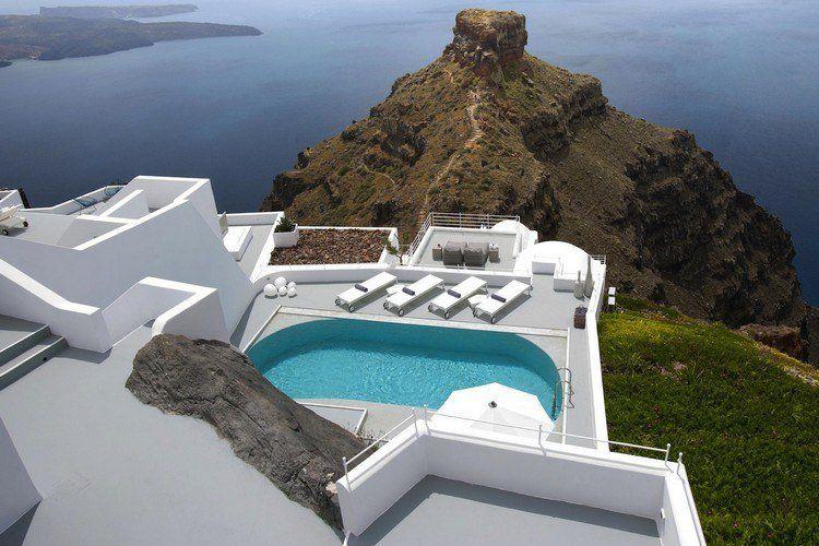 Terrasse contemporaine de style mykonos et arrière cour avec ...